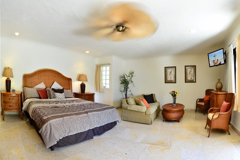 Blue Palms 209 - studio-style suite just 50 steps from the beach!